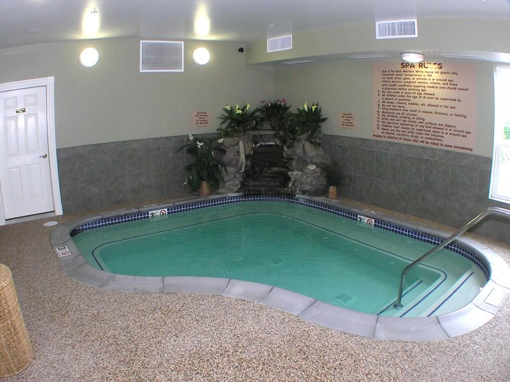 White House Inn - Whirlpool Tub